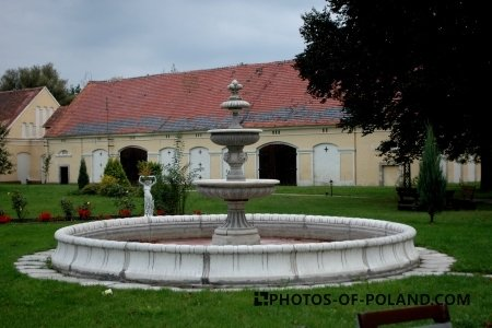 Henryków Palace garden