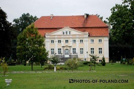 Henryków Palace