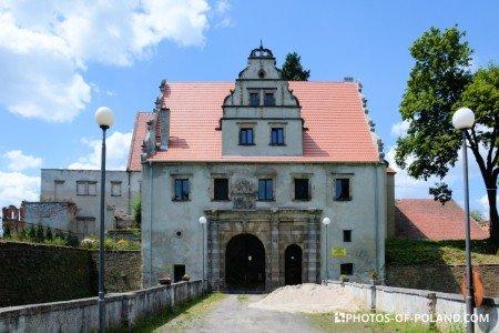 Siedlisko Polska zamek Karolat budynek bramy